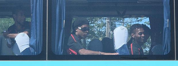 Ronaldinho ônibus Flamengo Macaé (Foto: Richard Fausto / Globoesporte.com)