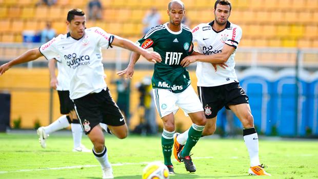 De luto, Corinthians derrota o Palmeiras por 1 a 0 (Marcos Ribolli / Globoesporte.com)