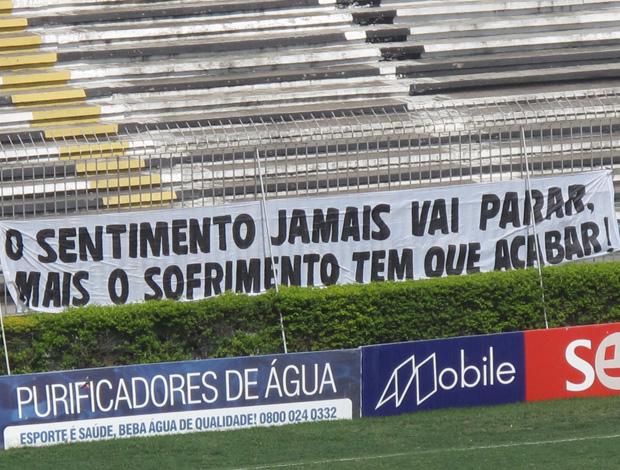 faixa protesto são januário vasco (Foto: Fred Huber/Globoesporte.com)