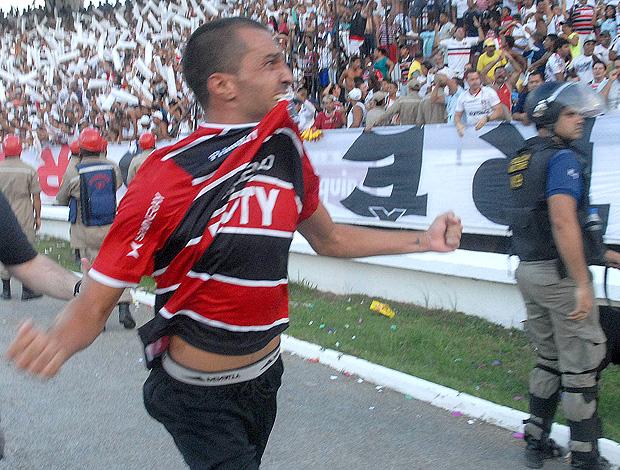 Thiago Cunha gol Vitória (Foto: Futura Press)