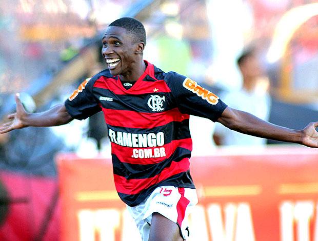 Negueba comemora gol do Flamengo (Foto: Maurício Val / VIPCOMM)