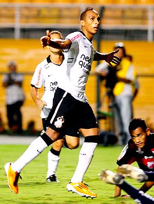 Liedson gol Corinthians (Foto: Marcos Ribolli / Globoesporte.com)