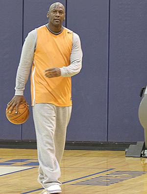 Michael Jordan no treino do Charlotte Bobcats (Foto: Divulgação / Charlotte Bobcats)