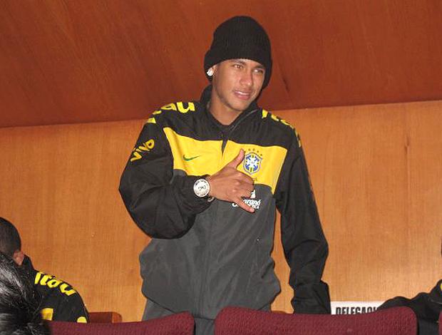 Neymar tribuna Brasil x Equador (Foto: Márcio Iannacca / Globoesporte.com)