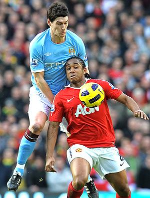 Anderson na partida entre o Manchester United e o City (Foto: AFP)