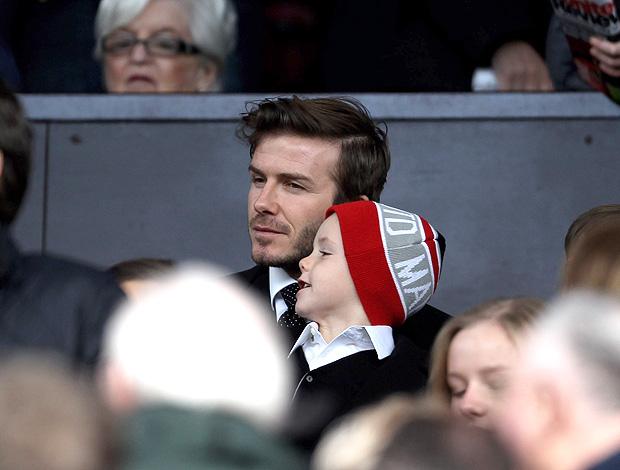 Beckham na torcida da partida entre Manchester United e City (Foto: Getty Images)