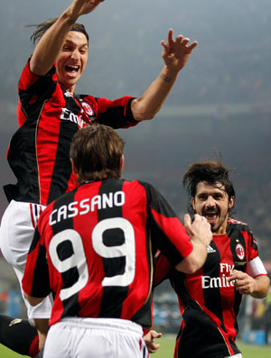 Ibrahimovic comemora gol do Milan contra o Parma (Foto: AP)