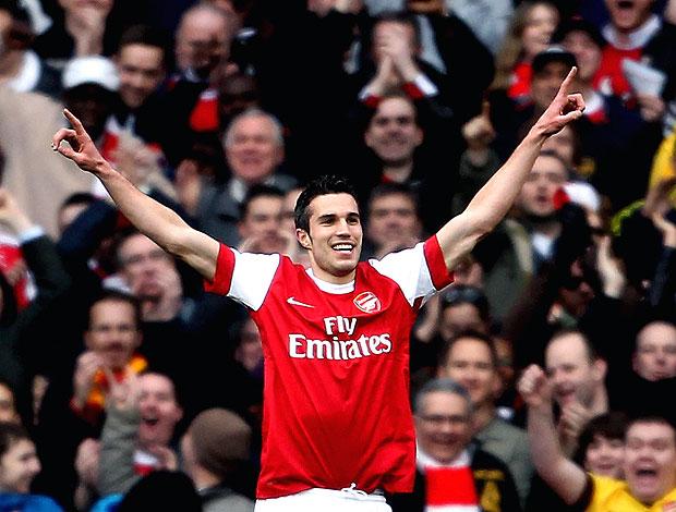 Robin van Persie comemora gol do Arsenal contra o Wolverhampton (Foto: Getty Images)