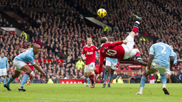 Rooney marca de bicicleta e decide clássico para o United (AP)