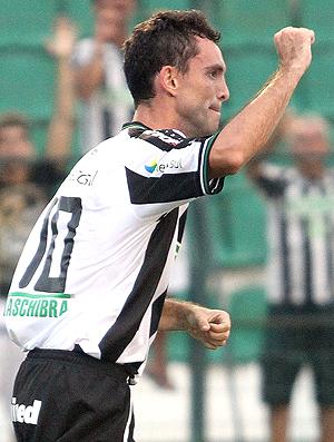 Fernandes gol Figueirense (Foto: Ag. Estado)