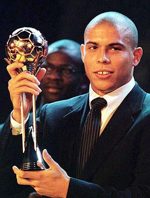 Ronaldo bola de ouro Fifa 97 (Foto: Reuters)