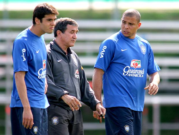 Ronaldo treino seleção (Foto: Photocamera)