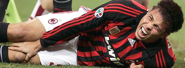 lesão Ronaldo Milan (Foto: AP)