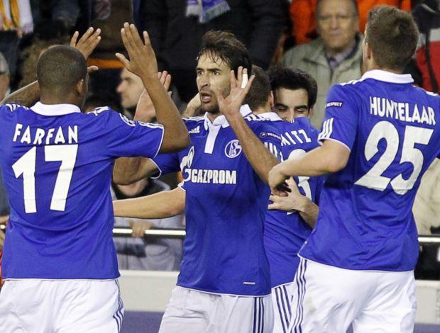 Raúl comemora gol do Schalke contra o Valencia (Foto: Reuters)