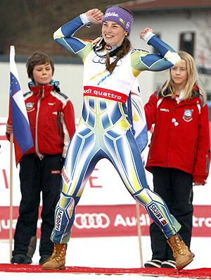 Tina Maze pódio slalom Mundial de esqui (Foto: Reuters)