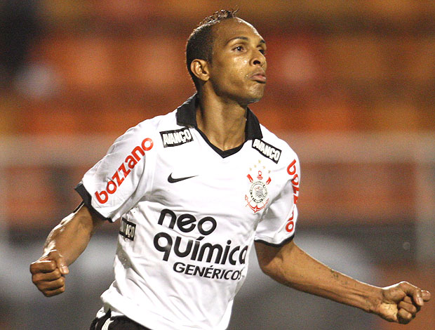 Liedson comemora gol do Corinthians (Foto: Ag. Estado)