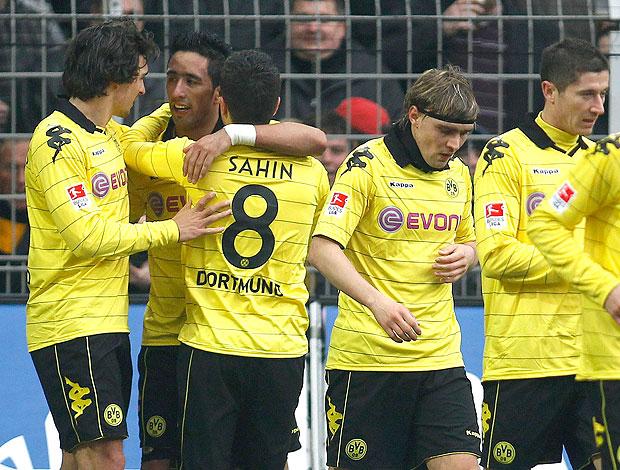 jogadores do Borussia Dortmund comemoram gol de Lucas Barrios (Foto: Reuters)