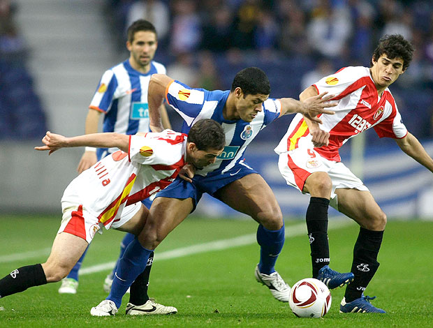 Hulk na partida do Porto contra o Sevilla (Foto: Reuters)