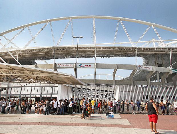 fila ingressos Flamengo Hengenhão (Foto: Alexandre Cassiano / Agência O Globo)