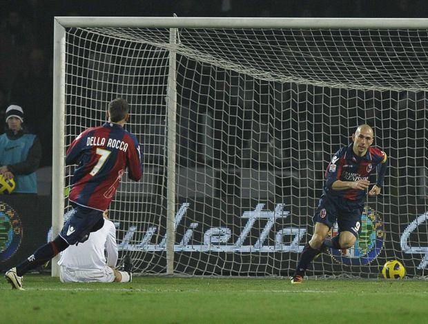 Marco di Vaio comemora gol do Bologna contra o Juventus (Foto: Reuters)