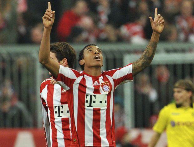 Luiz Gustavo comemora gol do Bayern de Munique contra o Borussia Dortmund (Foto: Reuters)