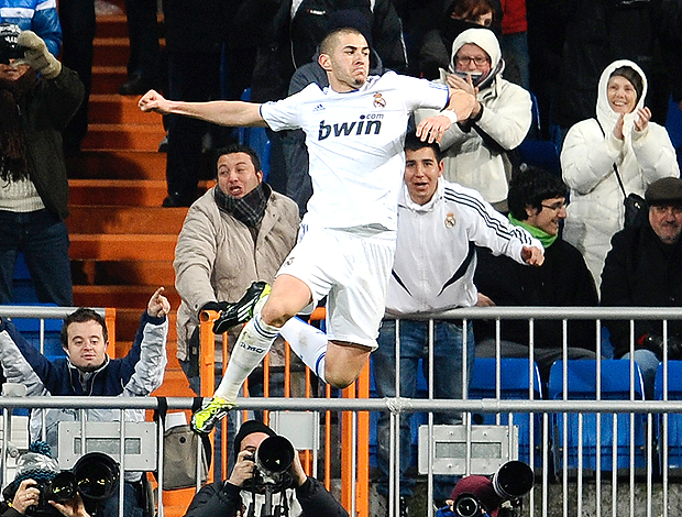Benzema gol Real Madrid (Foto: AFP)