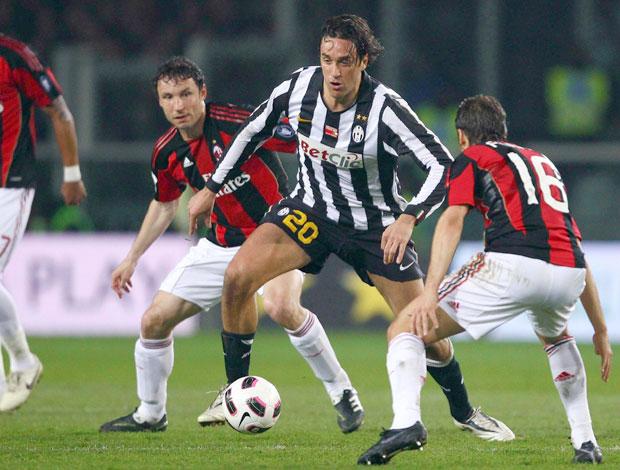 Juventus Luca Toni x Milan (Foto: AP)