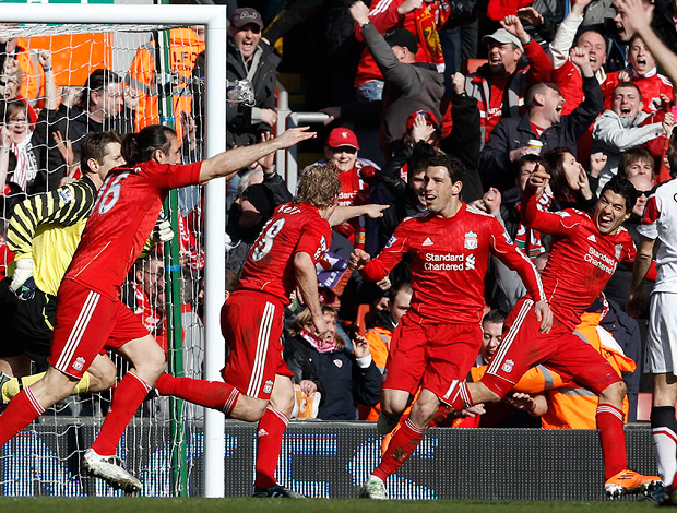 dirk kuyt liverpool gol manchester united (Foto: agência Reuters)