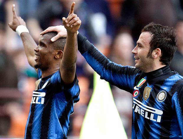 pazzini samuel eto'o internazionale gol genoa (Foto: agência AP)