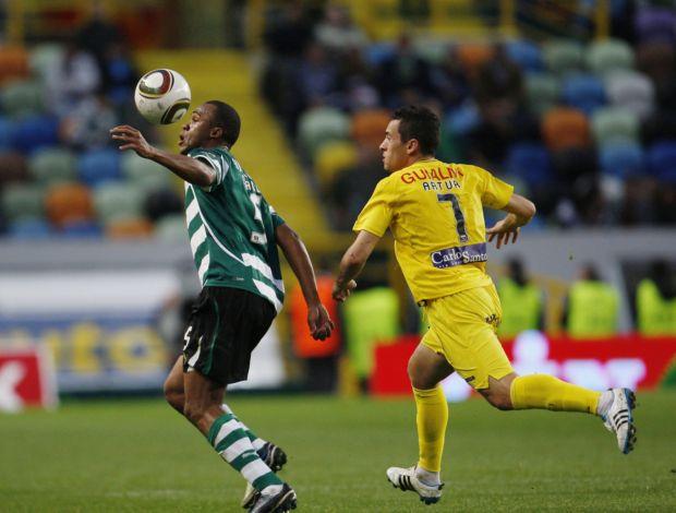 Fabiano, do Sporting, contra o Beira-Mar (Foto: Reuters)