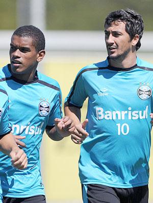 Mithyuê, Fernando e Douglas do Grêmio (Foto: Futura Press)
