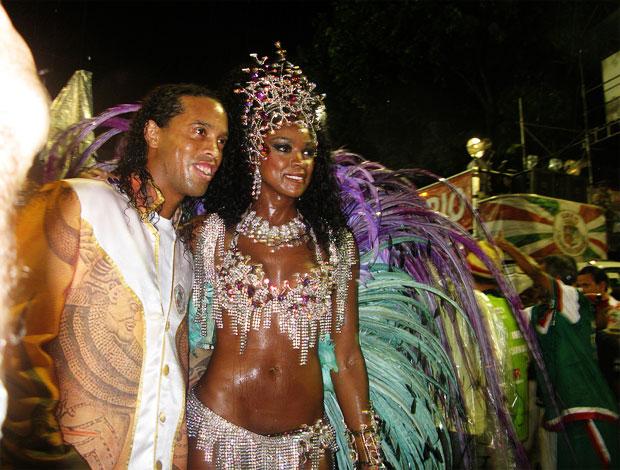 ronaldinho gaúcho cris vianna carnaval (Foto: Carolina Lauriano/G1)