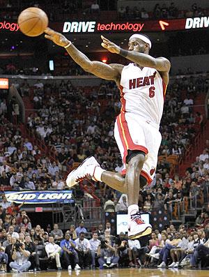 Basquete NBA LeBron James (Foto: AP)