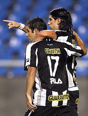 Herrera Loco Abreu gol Botafogo (Foto: Alexandre Cassiano / Agência O Globo)