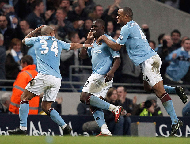 Micah richards manchester city gol reading (Foto: agência Reuters)