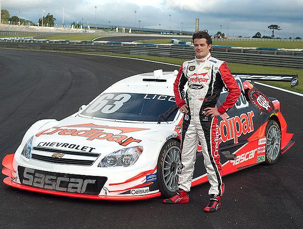 Stock Car: Lico Kaesemodel posa ao lado do seu Furacão (Foto: José Mario Dias/Divulgação)
