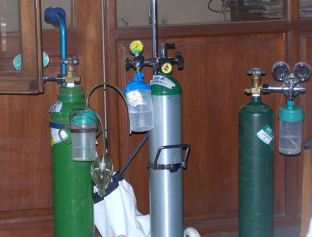 Tubos de oxigênio Internacional (Foto: Alexandre Alliatti / Globoesporte.com)