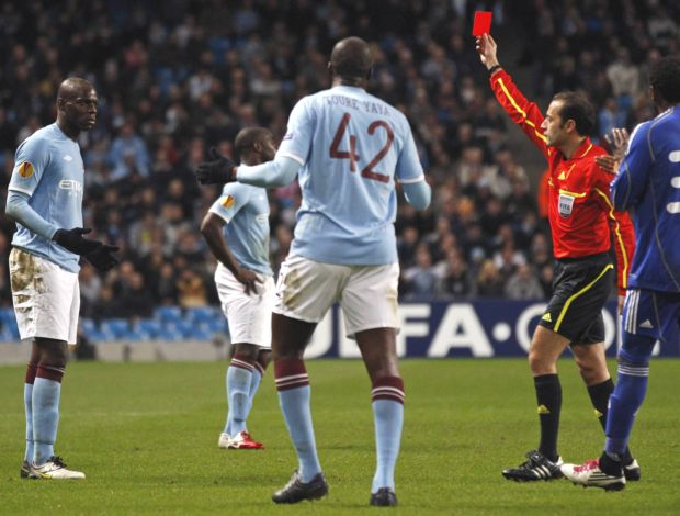 Mario Balotelli expulso pelo Manchester City (Foto: Reuters)