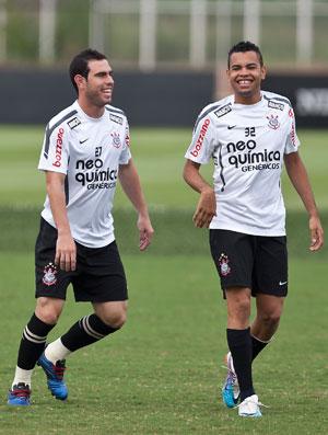 Liedson, Dentinho e Bruno César durante o treino do Corinthians (Foto: Agência Estado)