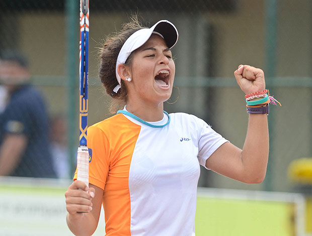 Carolina Alves Meligeni tênis SÓ USAR NO BANANA BOWL (Foto: Marcelo Ruschel / POA Press)