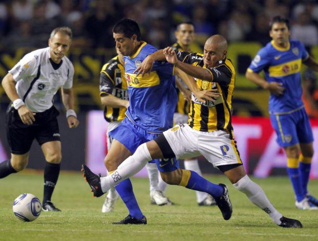 Riquelme em ação pelo Boca Juniors contra o Olimpo (Foto: Reuters)