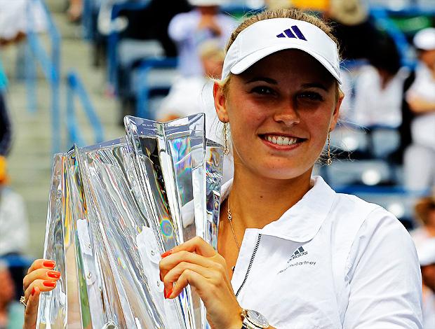 Caroline Wozniacki tênis Indian Wells final troféu (Foto: AP)