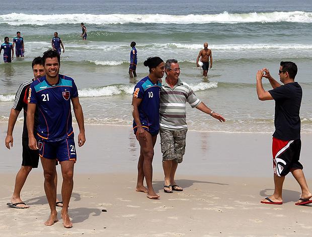 ronaldinho gaucho   flamengo praia (Foto: Cezar  Loureiro/Globo)