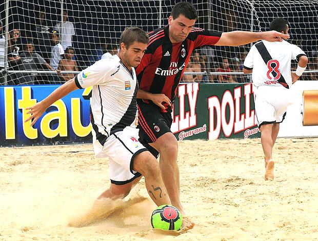Betinho do Vasco na partida contra o Milan no futebol de areia (Foto: João Pires / Divulgação)