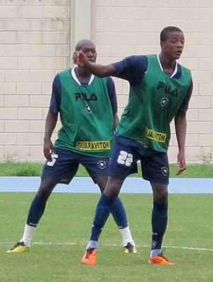 Willian treino Botafogo (Foto: Gustavo Rotstein / Globoesporte.com)