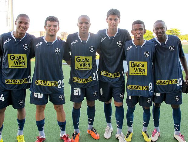 Jogadores Botafogo Juniores (Foto: Gustavo Rotstein / Globoesporte.com)