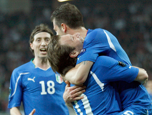 Thiago Motta Comemoração Itália (Foto: AP)