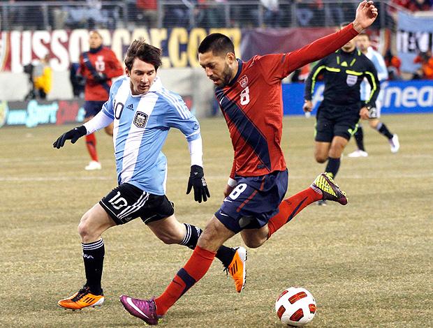 Clint Dempsey EUA Messi Argentina (Foto: Reuters)