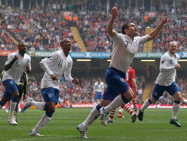 Frank Lampard comemoração da Ingaterra (Foto: Reuters)
