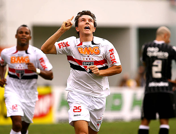 Dagoberto comemora gol do São Paulo contra o Corinthians (Foto: Wander Roberto / VIPCOMM)